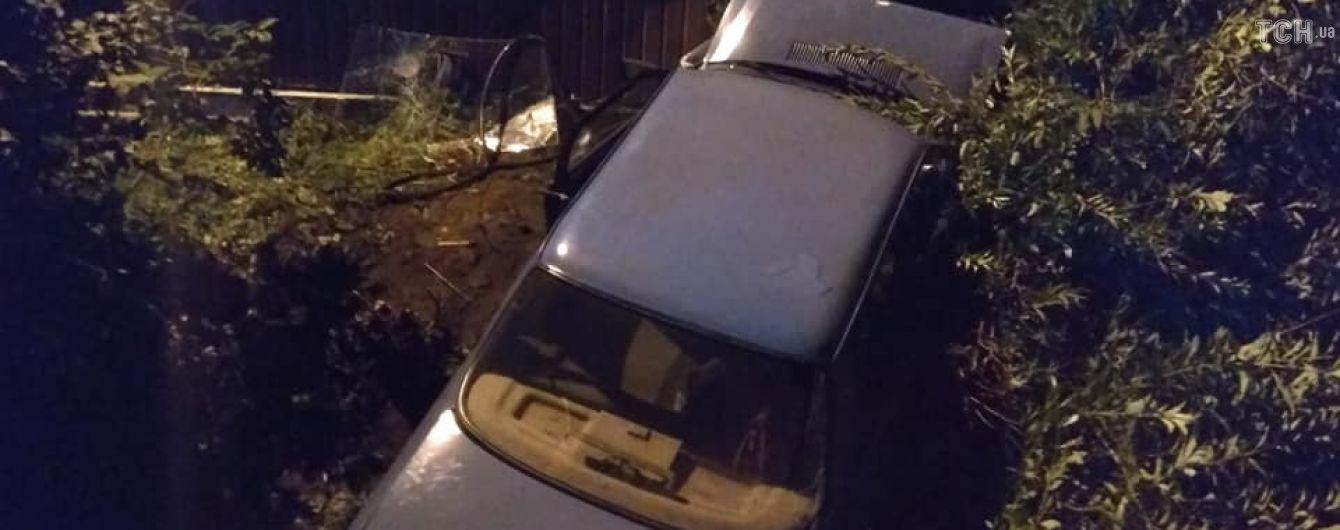 На Івано-Франківщині сталася ДТП за участю автівки лейтенанта поліції: є постраждалі