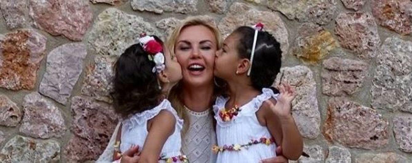 Камалія показала, як чотирирічні доньки танцюють під її українськомовну пісню