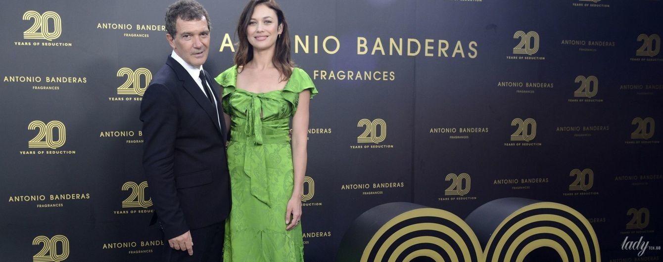 В зеленом платье и в обнимку с Антонио Бандерасом: Ольга Куриленко на вечеринке в Марбелье