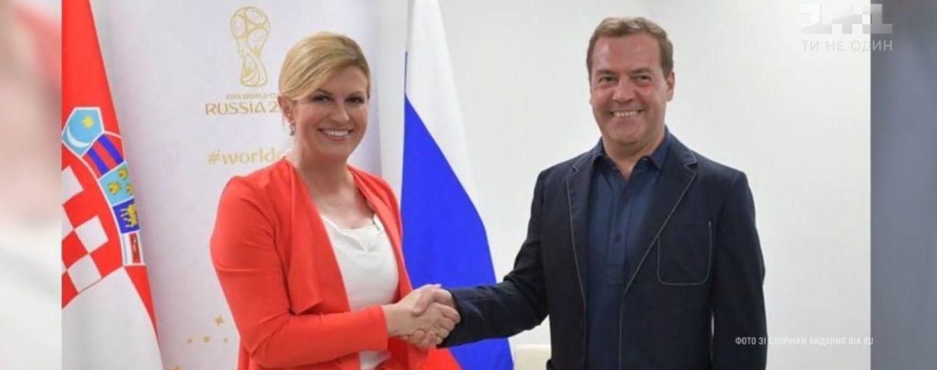 """Медведєву """"домалювали"""" кільканадцять сантиметрів зросту на фото з президентом Хорватії"""