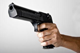 """Під Києвом невідомий розстріляв чоловіка біля ресторану, оголошено план """"Перехоплення"""" - ЗМІ"""