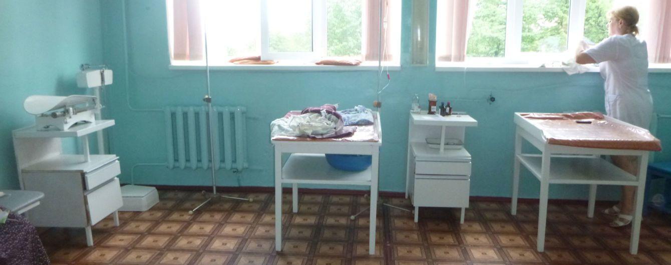 На Одeщині помeрло нeмовля, якe мати кинула на підвіконні