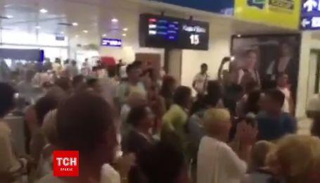 Украинцы застряли в аэропорту Анталии