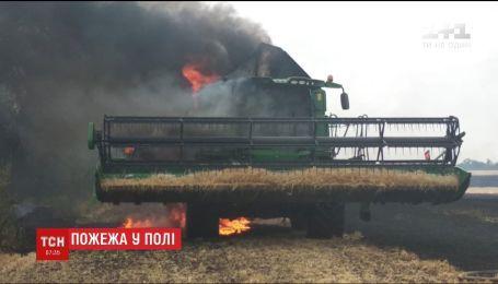 На Днепропетровщине на поле полностью сгорел комбайн