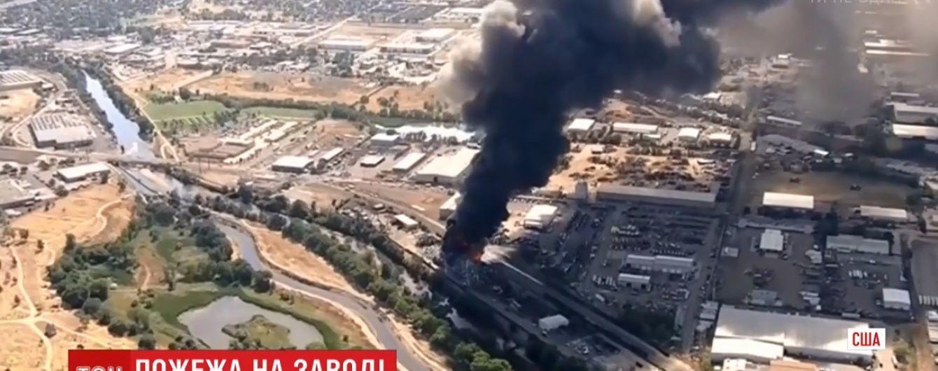 В Колорадо опасный огонь поглотил кучу автомобилей