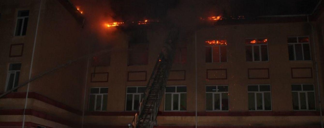 На Одещині блискавка спричинила пожежу у школі