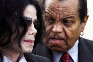 """Батько Майкла Джексона """"хімічно кастрував"""" сина у підлітковому віці"""