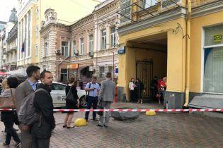 """У Києві """"мінували"""" приміщення двох судів"""