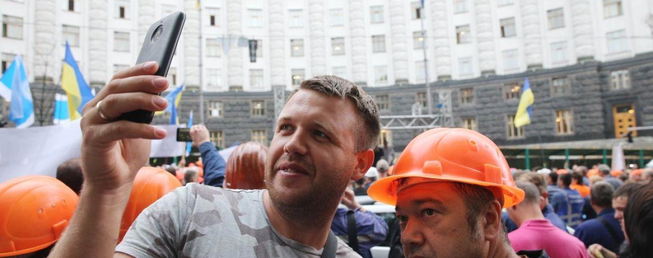 """Водители """"евроблях"""" частично разблокировали движение в правительственном квартале"""
