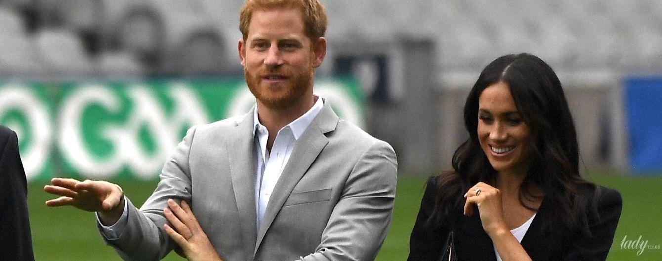 На шпильках по траве: герцогиня Сассекская Меган посетила стадион