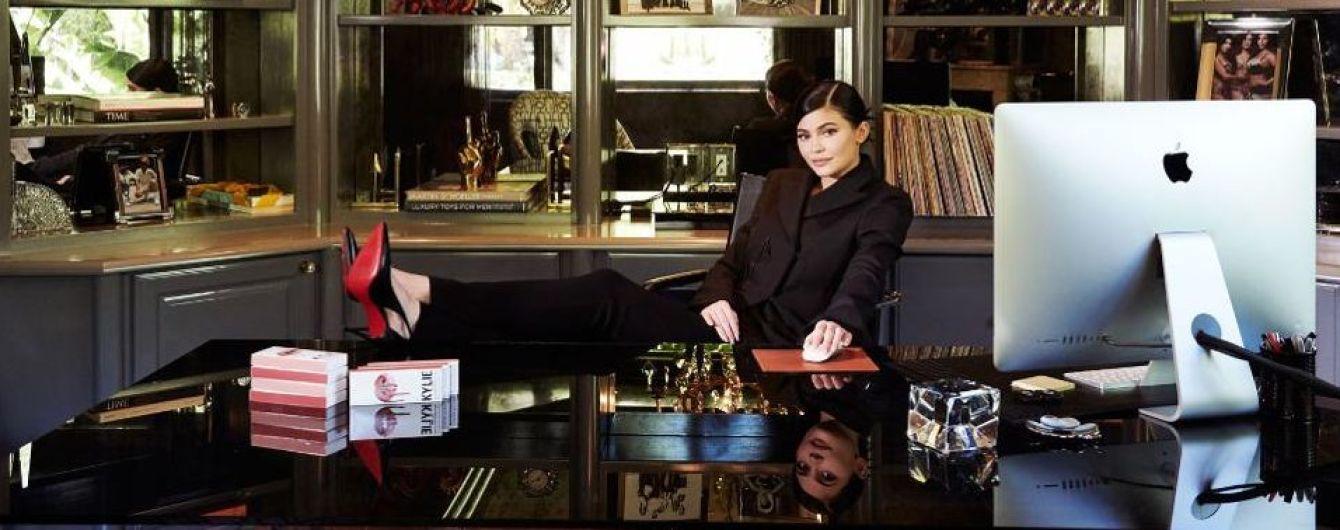 Сестра Кардашян Кайлі Дженнер прикрасила обкладинку Forbes