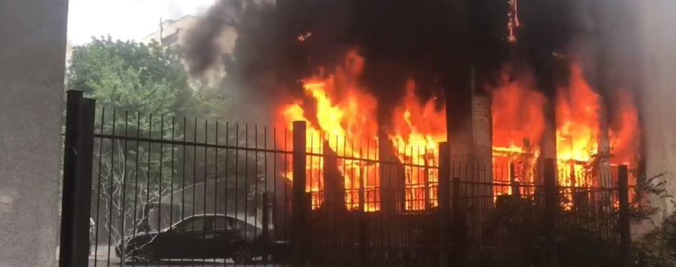У Києві спалахнула будівля дитсадка