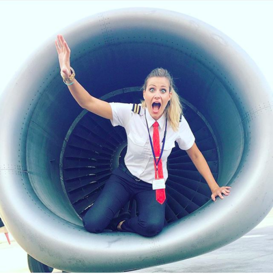 Найгарніший пілот Instagram: перукарка, яка керує літаком