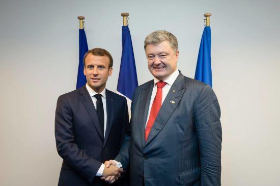 Посилення тиску на РФ та українські політв'язні: про що Порошенко говорив з Макроном
