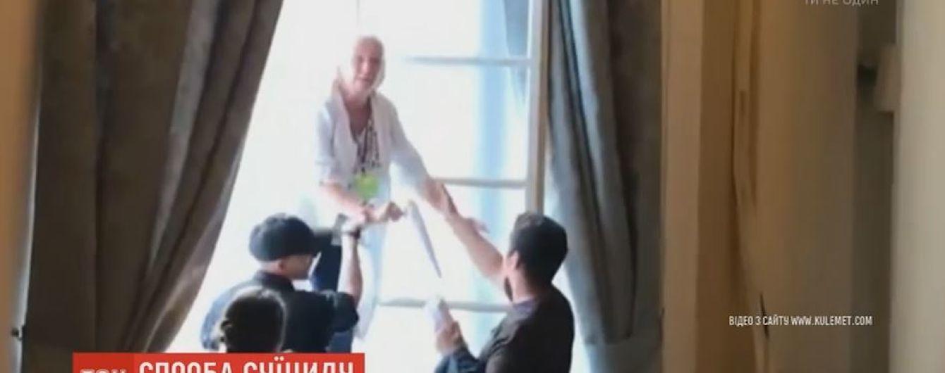 Из окна львовской Ратуши едва не выпрыгнула женщина из-за задержек с зарплатой