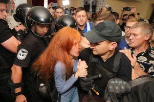 Митингующие штурмовали Киевсовет из-за поднятия тарифов на проезд