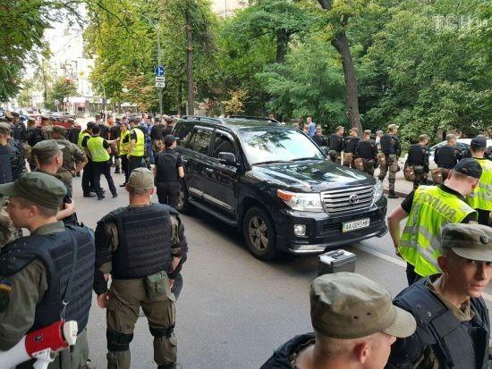 """Протест """"євробляхарів"""". Стало відомо, авто якого нардепа могло збити активіста та зламати йому ногу"""