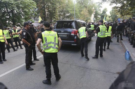 Поліція відкрила кримінальні провадження через сутички під Радою та наїзд авто на людину