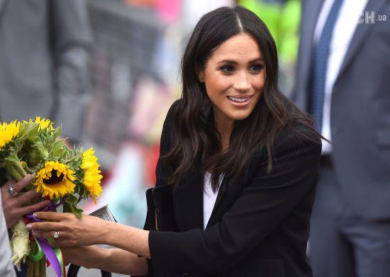 Дружина принца Гаррі Меган вимушена ходити на підборах заради чоловіка