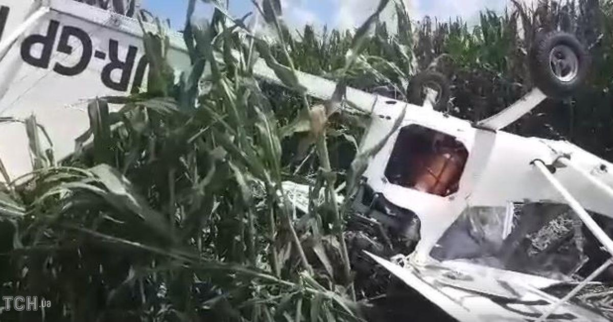 ... в кукурудзяному полі впав легкомоторний літак. Сталося це близько 9  ранку. Про це повідомляє журналіст ТСН . На місце аварії журналістів не  допускають. 1ed18e7d6e0e0