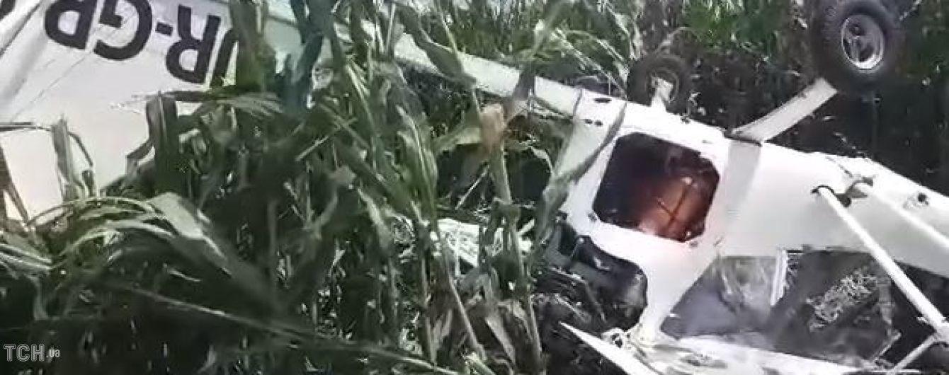 На Сумщині розбився літак, який обробляв кукурудзяне поле