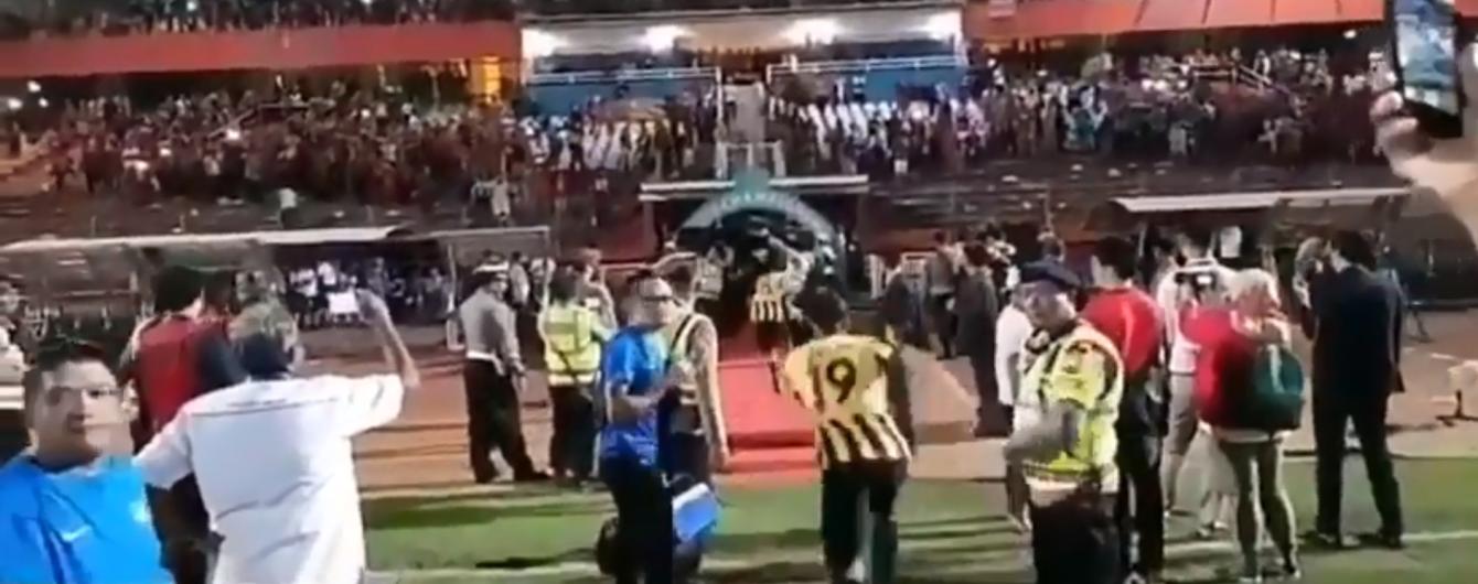 Футболисты сборной Малайзии показали чудеса скорости из-за разгневанных фанатов
