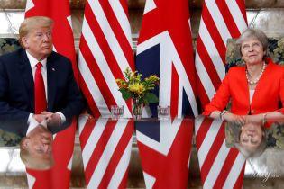 Смотрелись гармонично: Дональд Трамп надел галстук под цвет жакета Терезы Мэй