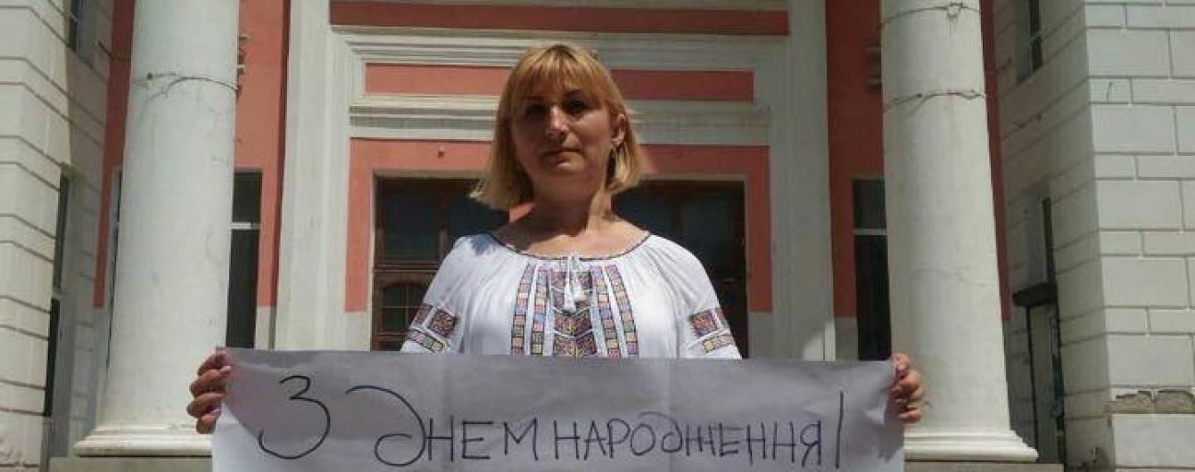 Мать политзаключенного Кольченко поздравила Сенцова пикетом в оккупированном Симферополе