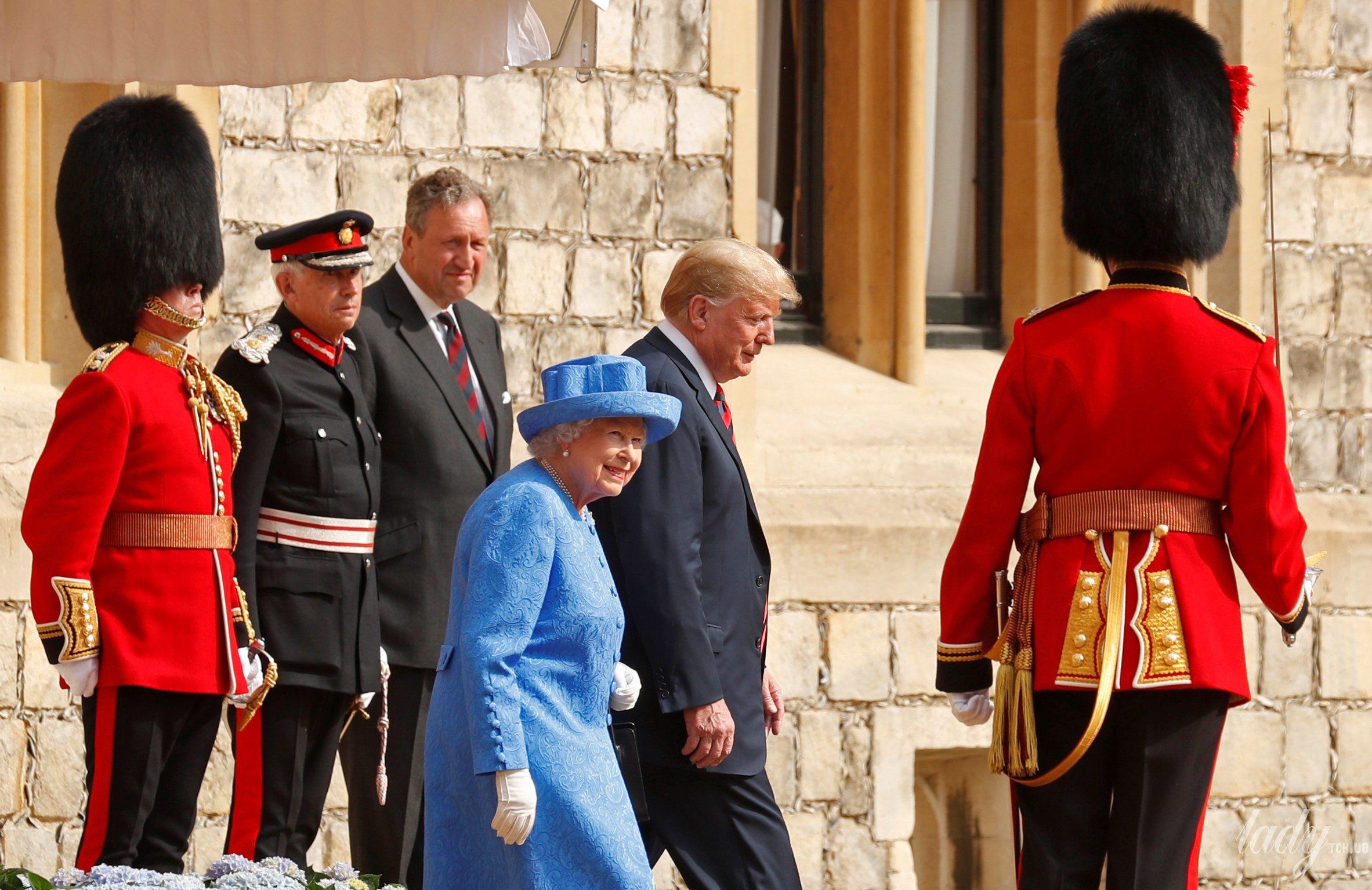Королева Елизавета II, Мелания Трамп и Дональд Трамп_12