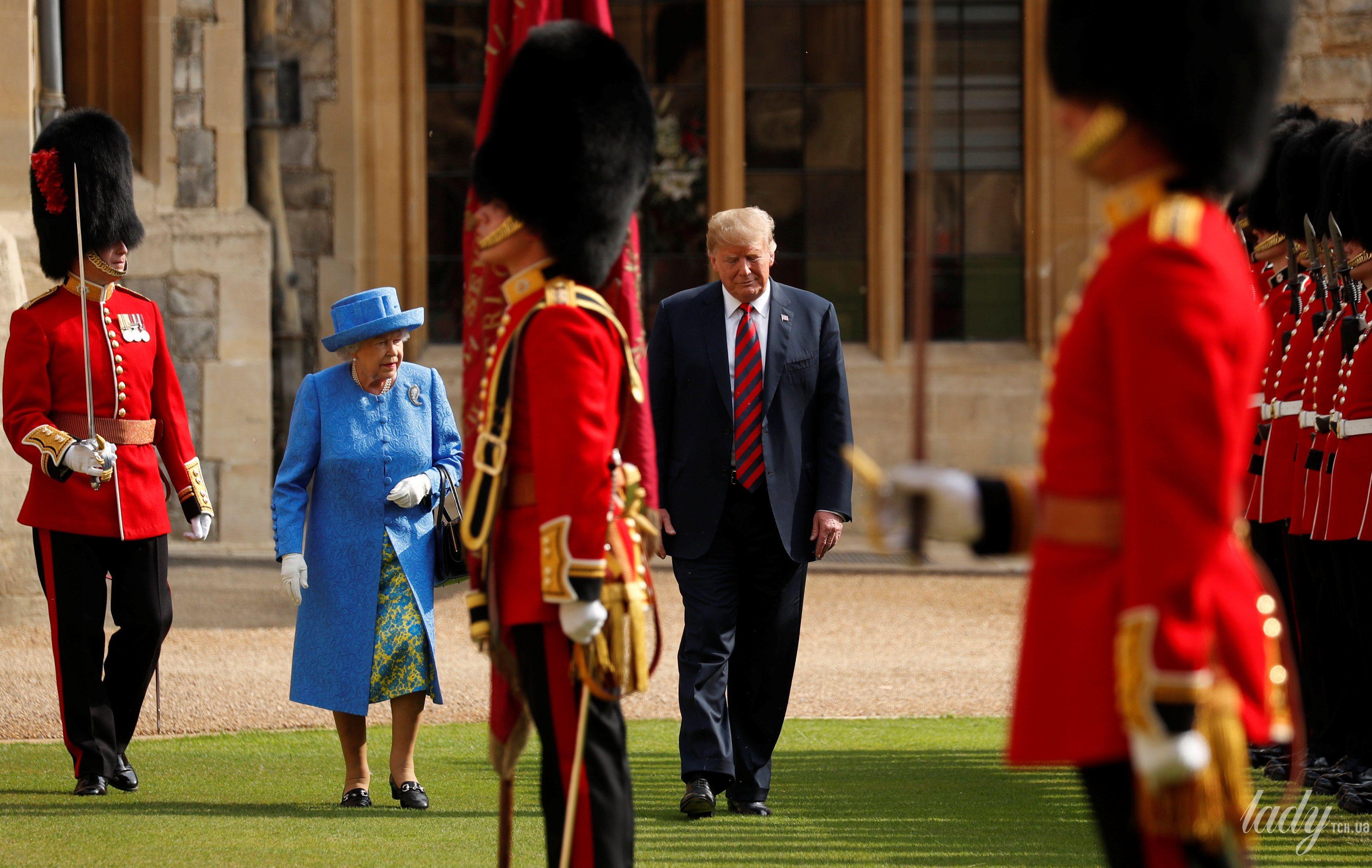 Королева Елизавета II, Мелания Трамп и Дональд Трамп_7