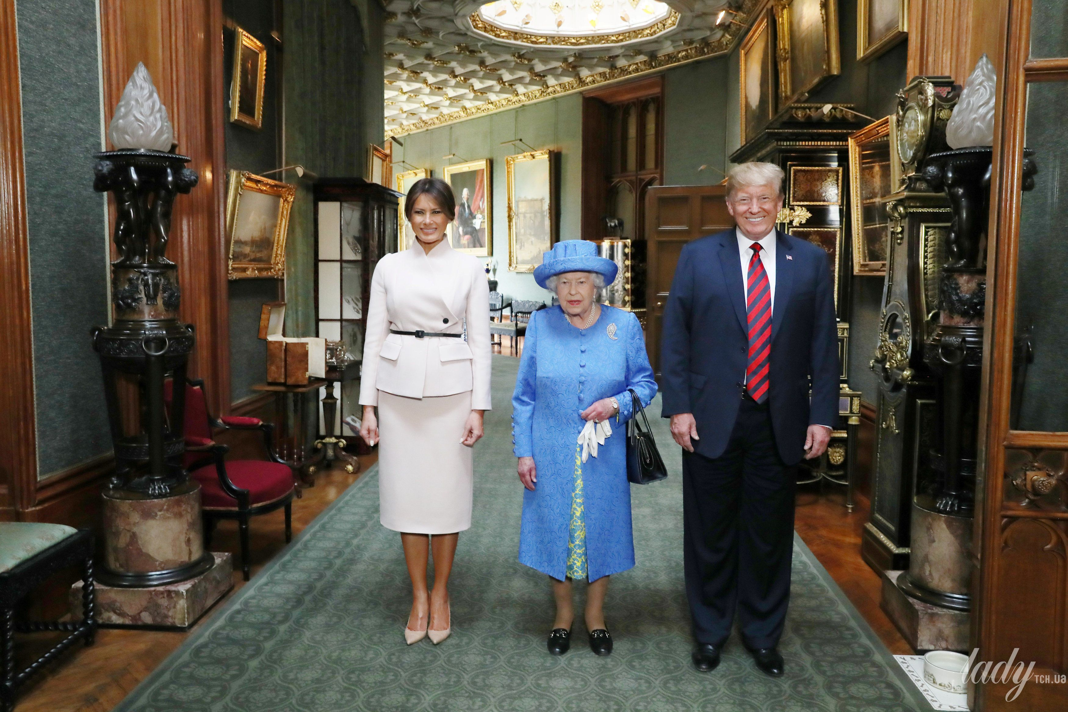 Королева Елизавета II, Мелания Трамп и Дональд Трамп_5