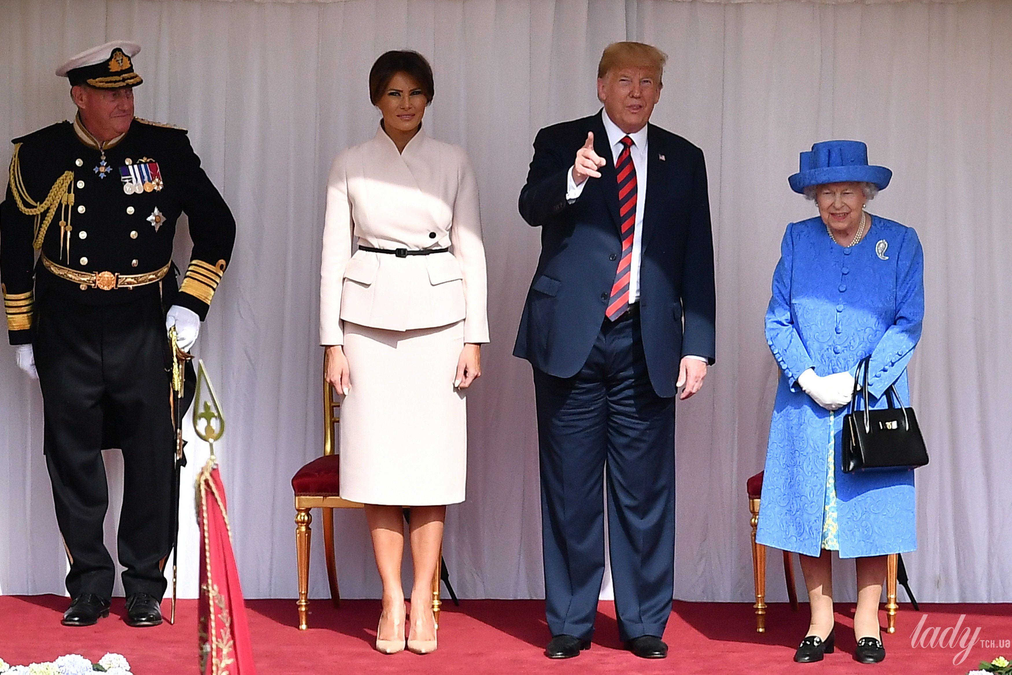 Королева Елизавета II, Мелания Трамп и Дональд Трамп_17