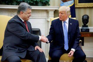 """""""Зустріччю дуже задоволений"""". Порошенко розповів деталі розмови з Трампом у Брюсселі"""