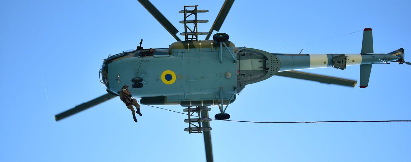 """З гелікоптера просто на судно: ДПС показала, як українські військові виконують небезпечний """"трюк"""""""