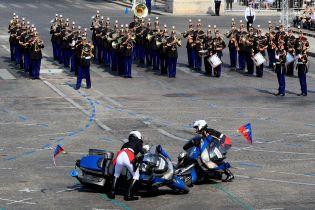 Кумедна плутанина на тлі величного параду: як у Парижі відзначають День взяття Бастилії