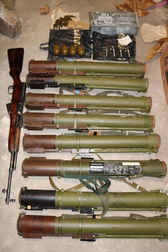 """СБУ """"накрила"""" канал торгівлі зброєю, що вивозилася з Донбасу"""