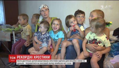 На Житомирщине окрестили сразу 8 детей многодетной семьи Яремчуков
