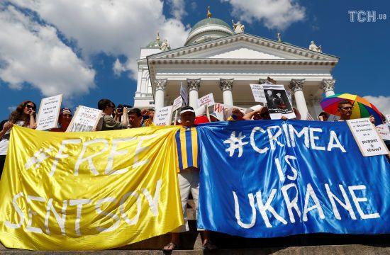 У Гельсінкі тисячі людей протестували проти зустрічі Трампа і Путіна, згадали про Крим і Сенцова