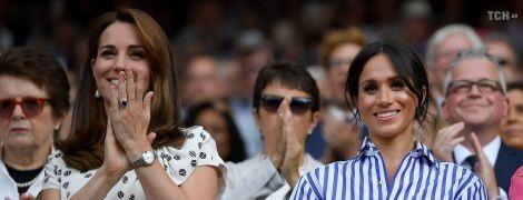 Меган в полоску и Кейт в горошек: герцогини совершили свой первый официальный выход без мужей