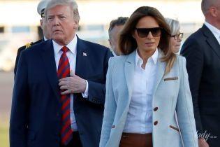С любимой сумкой и в пальто за 4 000 долларов: Мелания Трамп прилетела в Хельсинки