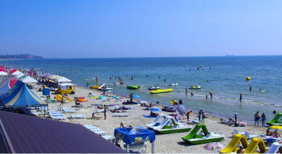 Широкі пляжі та нова набережна: чим приваблює чорноморський курорт Коблеве