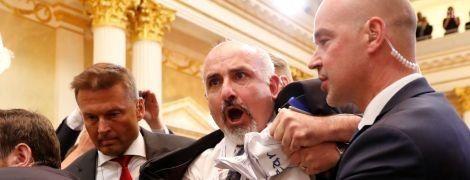 С пресс-конференции Трампа и Путина вывели одинокого протестующего