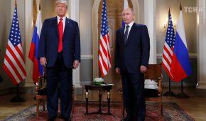 Пронизливі погляди, задоволені обличчя та одиночний пікет: як відбувся саміт Трампа та Путіна