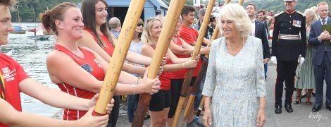 В красивом голубом наряде: герцогиня Корнуольская с мужем посетила графство Корнуолл