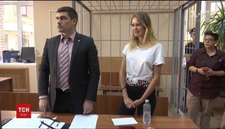 Российский суд вынес приговор участникам Pussy Riot, которые выбежали на футбольное поле