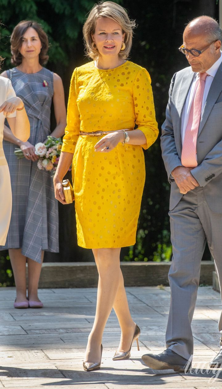 Популярный цвет этого лета: как звезды, королевские особы и первые леди носят наряды желтого оттенка