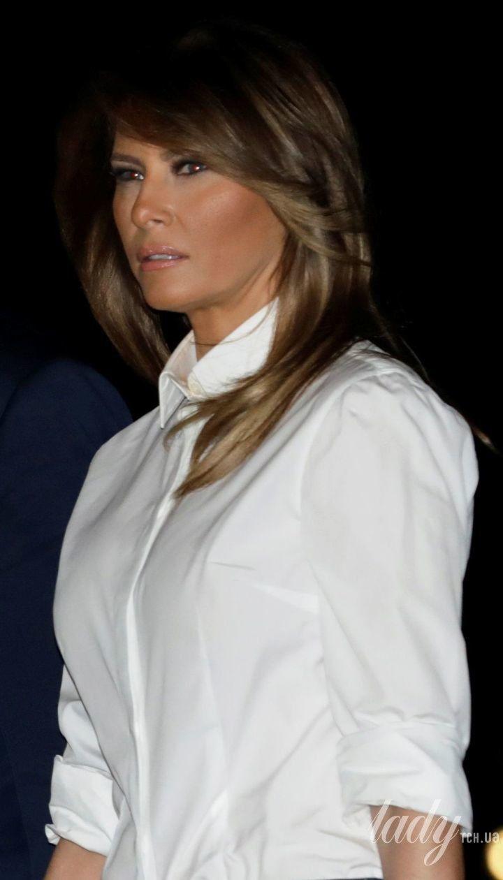 В белой рубашке и без каблуков: Мелания Трамп продемонстрировала стильный образ