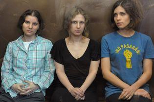 """Европейский суд присудил компенсацию участницам Pussy Riot за """"панк-молебень"""""""