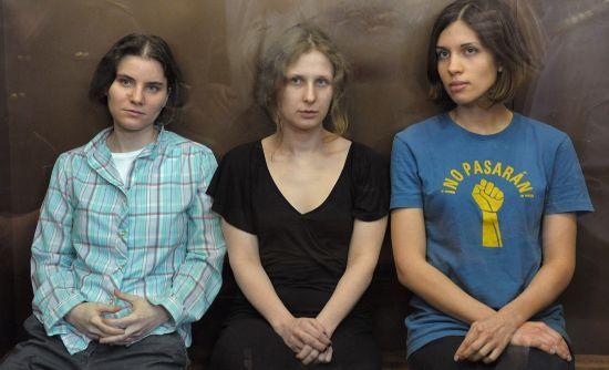 """Європейський суд присудив компенсацію учасницям Pussy Riot за """"панк-молебінь"""""""