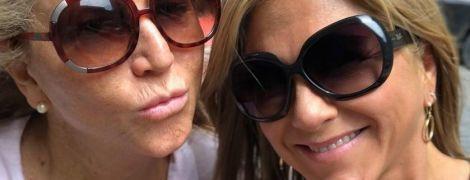 В майці і шльопанцях безпідборів: Дженніфер Еністон гуляє по Монреалю